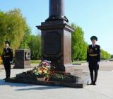 Возложение цветов на площади Воинской Славы