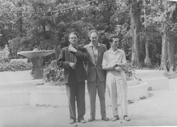 Молодой директор В.Д. Динабургский (в центре) с коллегами.1960г.
